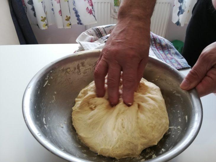 Тесто для пян-се (пигоди) должно быть чуть мягче, чем на пельмени.