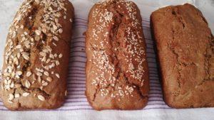 Пшеничный хлеб на ржаной бездрожжевой закваске только из духовки.