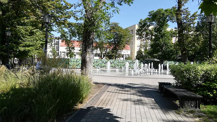 В парке несколько фонтанов