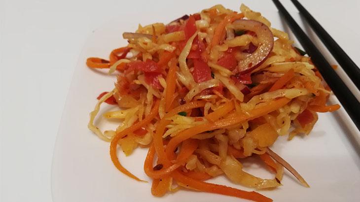 Салат из квашенной капусты с имбирем