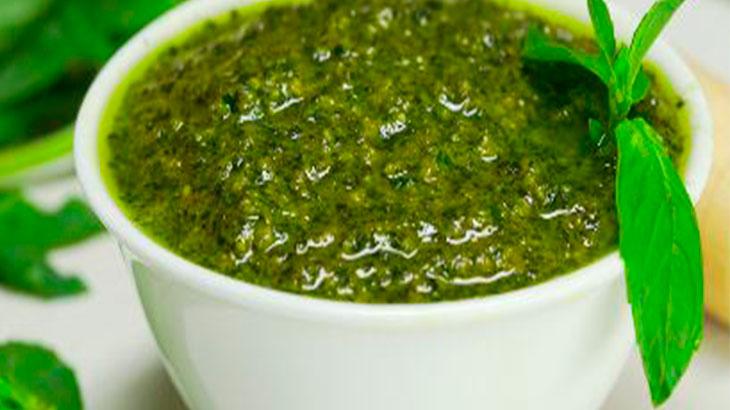 Из зелени можно сделать микс соус Песто